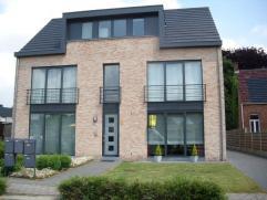 Recent gelijkvloers appartement, gelegen op korte afstand van de E313, Heist-op-den-Berg, Nijlen, Berlaar, Herentals, .. Omvat: private inkomhal, woon