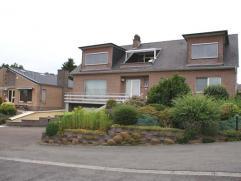 Residentieel gelegen villa, rustig en met een mooi vergezicht maar goede verbinding naar bv Brussel: op 700m v/d N3-Tiensesteenweg (Leuven-Tienen), op