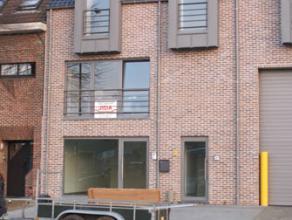 Recent zeer ruim appartement van 135m² + groot dakterras van 60m² met 3 slaapkamers gelegen op de 2e verdieping. Energiezuinig: epc 126kWh/m