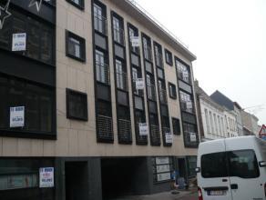 Recent dakappartement, 4de verdieping met drie slaapkamers, 2x terrassen en lift. Zeer goed gelegen. EPC = 163. Voor verdere info of afspraak bel 0473