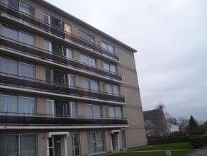 Instapklaar appartement met 2 slaapkamers, balkon, lift en kelderberging. EPC = 662. Voor verdere info of afspraak bel 0473 33 33 35.