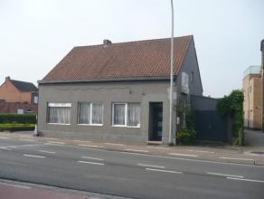 Gezinswoning met o.a. 4 tot 5 slaapkamers, garage en terras. Momenteel in gebruik als handelspand. EPC = 854. Commerciële ligging. Mogelijk kl
