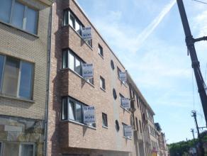 Nieuwbouwappartement op de eerste verdieping  met o.a. twee slaapkamers, lift en balkon. Mogelijkheid tot het bijkomend huren van een ondergrondse aut