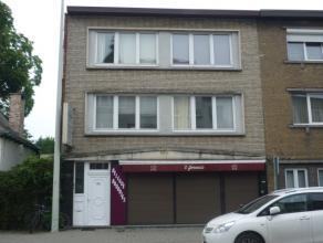 Instapklaar appartement op de eerste verdieping met o.a. twee slaapkamers. Voorzien van dubbele beglazing. Uitstekend gelegen op korte afstand van het