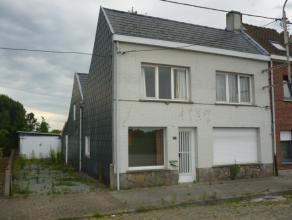 Te renoveren, halfopen eengezinswoning met o.a. twee slaapkamers, garage en gezellige zuid-west gerichte tuin. Elektriciteit werd reeds volledig vern