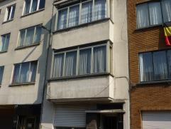 Te renoveren appartement vlakbij het centrum van Wilrijk. Het appartement ligt op de eerste verdieping en omvat: living, slaapkamer, aparte eethoek,