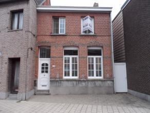 Deze goed onderhouden en instapklare woning is gunstig gelegen in het centrum van Kessel.  Het gelijkvloers omvat een inkomhal, ruime living en eetk