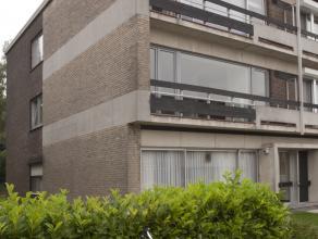 Ruim, instapklaar appartement op de eerste verdieping in een blokje van 6. Kort bij winkels, scholen, openbaar vervoer.  Centraal maar toch rustig ge