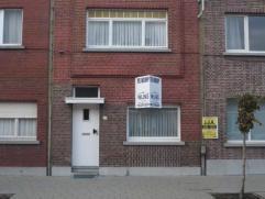 Instapklare woning met o.a. 2 tot 3 slaapkamers en stadstuintje. Uitstekend gelegen! Mogelijk klein beschrijf! EPC = 535.  Voor verdere info of af