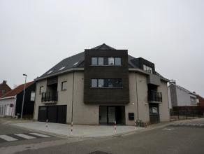 Dit mooi nieuwbouwappartement ligt vlak in het centrum van Herenthout. Het omvat op het gelijkvloers: inkom, apart toilet, ruime living met open keuke