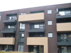Instapklaar, nieuw en volledig geschilderd appartement met 2 slaapkamers, terras, lift, garage, kelder en gemeenschappelijke fietsenberging. Volledig