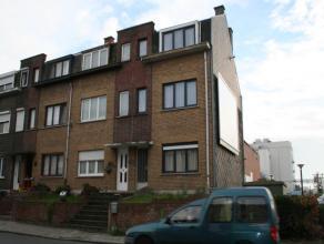 Deze ruime gezinswoning met 4 slaapkamer is gelegen op wandelafstand van het Vrijbroekpark te Mechelen.  Op het gelijkvloers bevinden zich: - Inkom