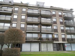 Instapklaar appartement op de 2de verdieping met lift en o.a. 2 slaapkamers, 2 terrassen, kelderberging en garage. EPC = 159.  Voor verdere info of