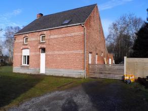 Deze op te frissen woning met bijhorende grond is gelegen in het landelijke Putte, op een mooi perceel van 42a30ca.  Hert gelijkvloers omvat: een in