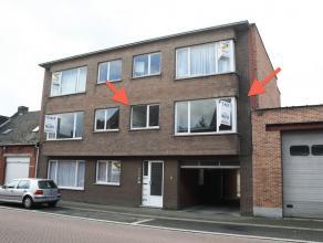Appartement op de eerste verdieping in het centrum van Herenthout. Dit app. omvat: living, keuken, 2 slaapkamers, apart toilet, badkamer, berging en k