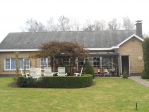 Instapklaar landhuis (laagbouw) met o.a. 3 ruime slaapkamers, veranda, garage en tuin. Gelegen in doodlopende straat. EPC = 434.  Voor verdere inf
