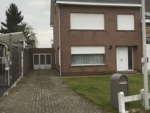 Deze op te frissen woning ligt uiterst gunstig en rustig gelegen vlakbij de dorpskom van Kessel. Voor iemand die zelf 2 rechterhanden heeft is deze w