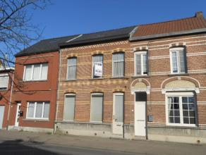Gunstig gelegen gesloten bebouwing met ruime tuin in het centrum van Kessel.   Woonhuis omvat: Gelijkvloers: inkom, leefruimte, keuken, badkamer, v