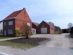 Deze op te frissen woning met bijhorende grond is gelegen in het landelijke Putte, op een mooi perceel van 2246 m². De huidige eigenaar heeft ree
