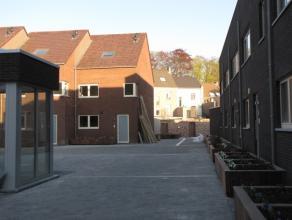 Nieuwbouw hoekwoning in hedendaagse stijl, omvattende : een inkomhal, gastentoilet, vestiaireruimte, keuken met eetplaats en aansluitend berging, ruim