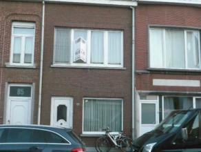 Instapklare gezinswoning met o.a. 4 slaapkamers, veranda, overdekt terras en tuin. Mogelijk klein beschrijf! EPC = 302.  Voor verdere info of afsp