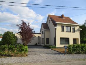 Deze landelijke woning is gelegen nabij het centrum van Kessel in een rustige straat, op 1 km van het station van Kessel (20 min naar Antwerpen en 50