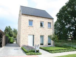 Deze mooie en verzorgde woning werd in 2011 gebouwd en is gelegen in een rustige verkaveling nabij Berlaar dorp en station.  Op het gelijkvloers bev