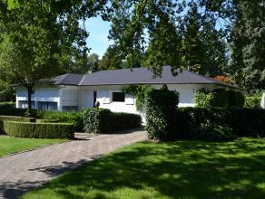 Deze instapklare woning is gelegen op 6714 m² recreatiegrond en omvat: ruime living, salon, ingerichte keuken, 2 grote slaapkamers, badkamer, gar