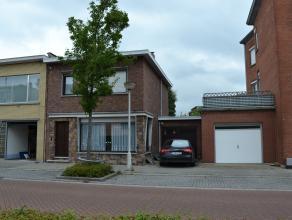 Deze woning, die gelegen is net buiten de stadsrand van Lier, omvat: inkomhal, living, eetkamer, salon, open keuken, kelder, veranda, gezellig stadstu