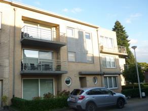 Goed onderhouden en recent (2006) dakappartement van 97 m² met o.a. twee slaapkamers, twee terrassen en lift. Optioneel ondergrondse autostaanpla