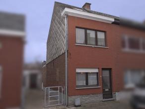 Deze op te knappen woning is gelegen in een doodlopende straat op een uitstekende locatie in het centrum van Bonheiden. Aan de voet van de kerk, direc