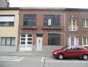 Gezinswoning met o.a. 3 slaapkamers, koer en garage. Uitstekend gelegen dichtbij centrum en scholen. EPC = 653.  Voor verdere info of afspraak bel 047
