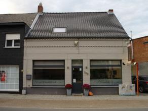 Brasserie-restaurant in het centrum van Hallaar. Deze goed draaiende zaak in een gezellig kader met haard, biedt ruimte aan 38 zitplaatsen. Terras voo