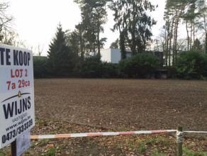 Rustig gelegen perceel bouwgrond (LOT 2) voor open bebouwing met zuid georiënteerde tuin. <br /> Oppervlakte : 7are 29ca.<br /> Straatbreedte : 1