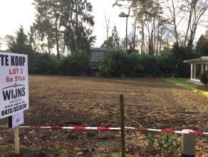 Rustig gelegen perceel bouwgrond (LOT 3) voor open bebouwing met zuid georiënteerde tuin. <br /> Oppervlakte : 6are 51ca.<br /> Straatbreedte : 1