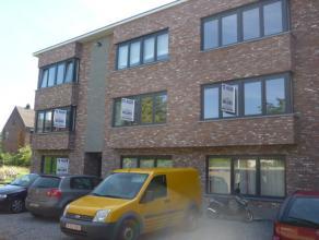 Nieuwbouw dakappartement op de tweede verdieping met o.a. twee slaapkamers en leuk terras. Mogelijk om bijkomend een ondergrondse autostaanplaats te h