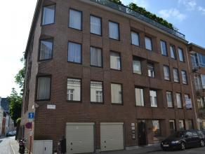 Dit ideaal gelegen appartement op de eerste verdieping bevindt zich op 50 meter van de Grote Markt van Lier, heeft een oppervlakte van iets meer dan 1