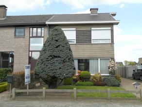 Instapklare gezinswoning met o.a. 3 ruime slaapkamers, veranda, garage en tuin.<br /> EPC = 358.<br /> Uitstekend gelegen vlakbij station en scholen.<