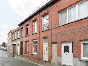 Woning met o.a. 2 slaapkamers, zolder met vaste trap en klein terrasje.<br /> EPC = 405.<br /> Elektriciteit is conform.<br /> Mogelijk klein beschrij