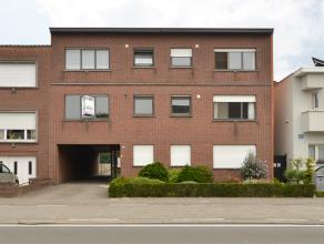 Appartement op de eerste verdieping gelegen in een kleinschalig project te Duffel, met een vlotte verbinding naar de omliggende gemeenten. Dit apparte