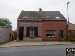 Gezellig knus huisje in Wommelgem zuid ,met mooie grote ZO tuin.Bestaande uit living in twee niveaus met gezellige houtkachel ,ruime eetkeuken aanslui