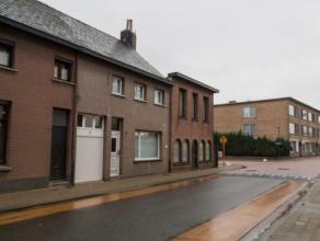 Ruime instapklare woning in het centrum van Wommelgem.Ze omvat ruime lichte living en eetkeuken,badkamer met ligbad, appart wc ruime berging en waspla