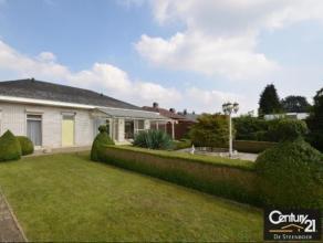 Instapklare gelijkvloerse villawoning op 1000m² nabij het centrum van Nijlen. De woning omvat: inkom (19m²), grote living (43m²) met op