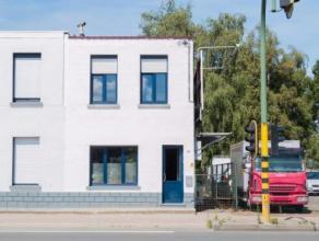 Deze HOB bevindt zich op zeer centrale ligging dicht bij de oprit autostrade .De woning heeft een traphal, lichte keuken ,badkamer met ligbad ,lavabo