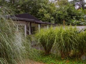 Charmante chalet, rustig gelegen ten midden van het groen recreatiedomein dicht bij het centrum te Vorselaar. Deze ruime chalet is volledig gerenoveer