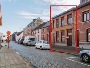 Deze ongelooflijk ruime woonst is gelegen in een rustige straat op wandelafstand van het centrum. Op dit ogenblik is de woning opgedeeld in 2 verschil
