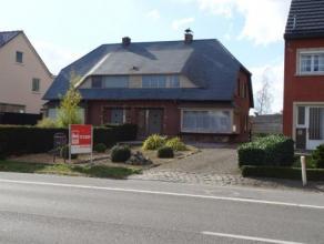 2 slaapkamer woning met garage en tuin in de nabijheid van de ring rond Turnhout. Voor de woning ligt een mooie voortuin afgewerkt met steentjes met d
