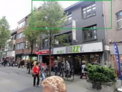 Dit gezellige één slaapkamer appartement is gelegen in het hartje van Turnhout. De slaapkamer heeft nog een grote dressing (deze kan eve