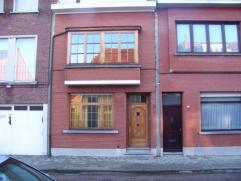 Klassieke woning gelegen in een rustige straat op 5 minuten van het centrum van Turnhout. Alle origineel houtwerk is nog aanwezig, en in goede staat.