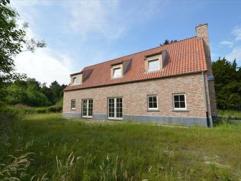 Exclusieve nieuwbouw villa landelijk gelegen nabij golfterrein en abdij van Postel. Zeer ruime woonkamer open keuken, koele berging, berging, ruime ga